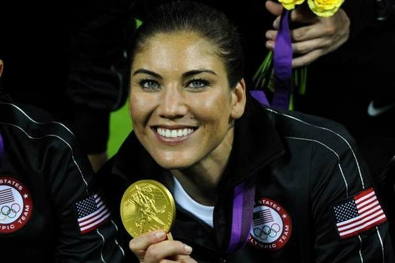 hope-solo-with-medal