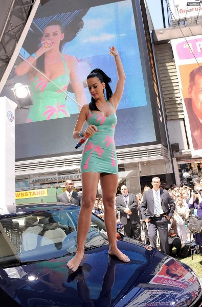 Katy Perry Legs and Feet