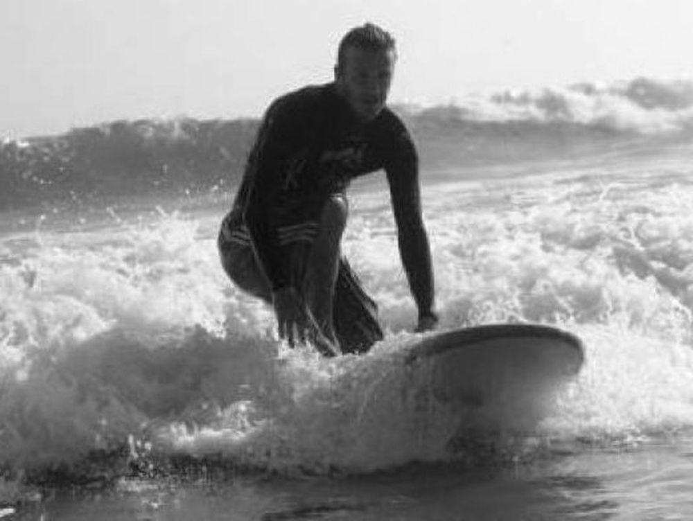 Ο David Beckham κάνει surfing!