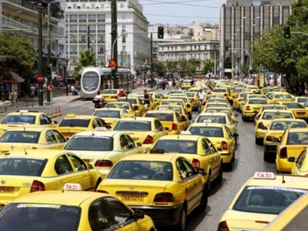 Συνεχίζουν οι ταξιτζήδες