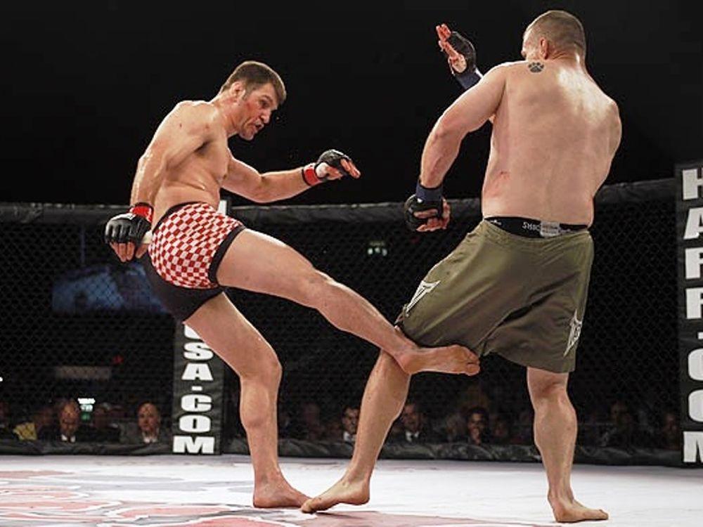 Ντεμπούτο στο UFC 136