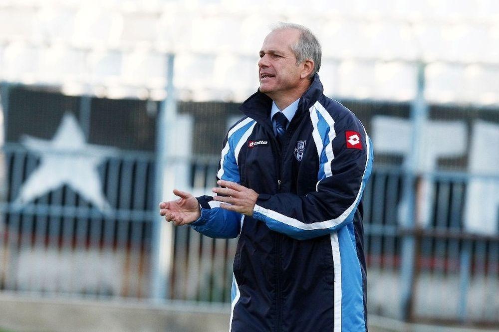 Σταθόπουλος: «Απαράδεκτο το γήπεδο»
