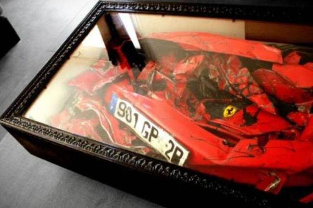 Τραπεζάκι για καφέ με σήμα τη Ferrari!