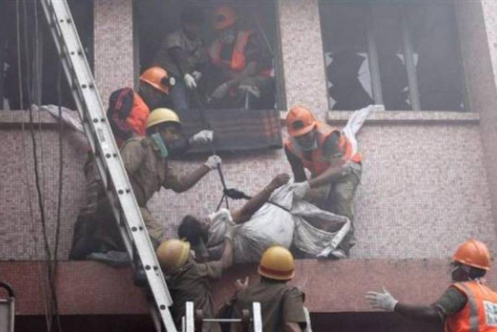 Πυρκαγιά σκόρπισε τον θάνατο στην Ινδία