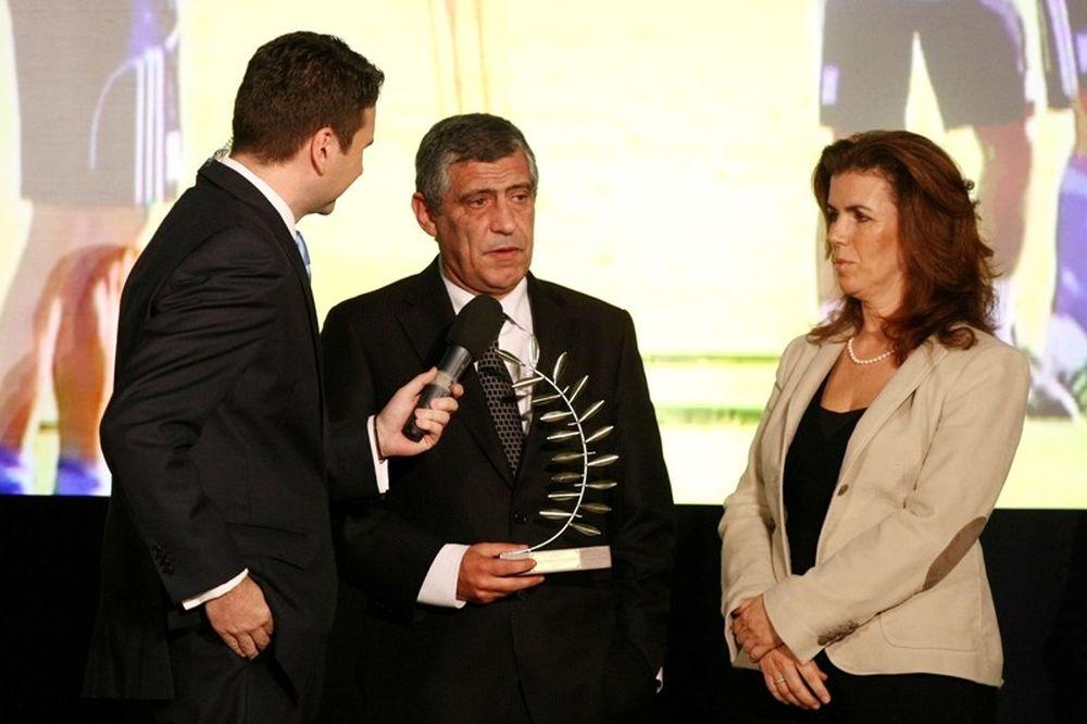 Σάντος: «Το βραβείο μου ανήκει σε όλους τους Έλληνες»