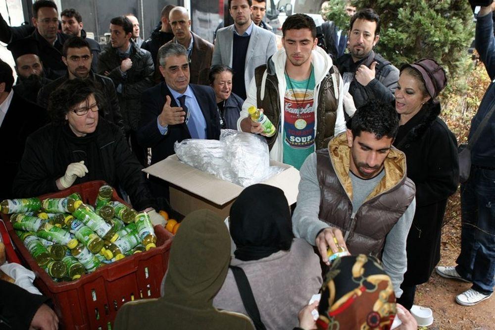 Δίπλα στους άστεγους η Εθνική και η Αρχιεπισκοπή (photos+videos)