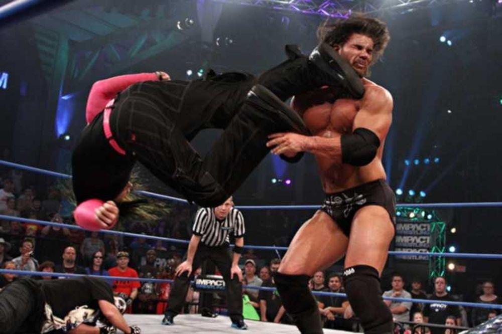 Με απρόσμενη βοήθεια του Sting o Jeff Hardy!