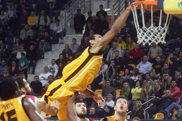 Κάρφωμα της χρονιάς από τη FIBA! (video)
