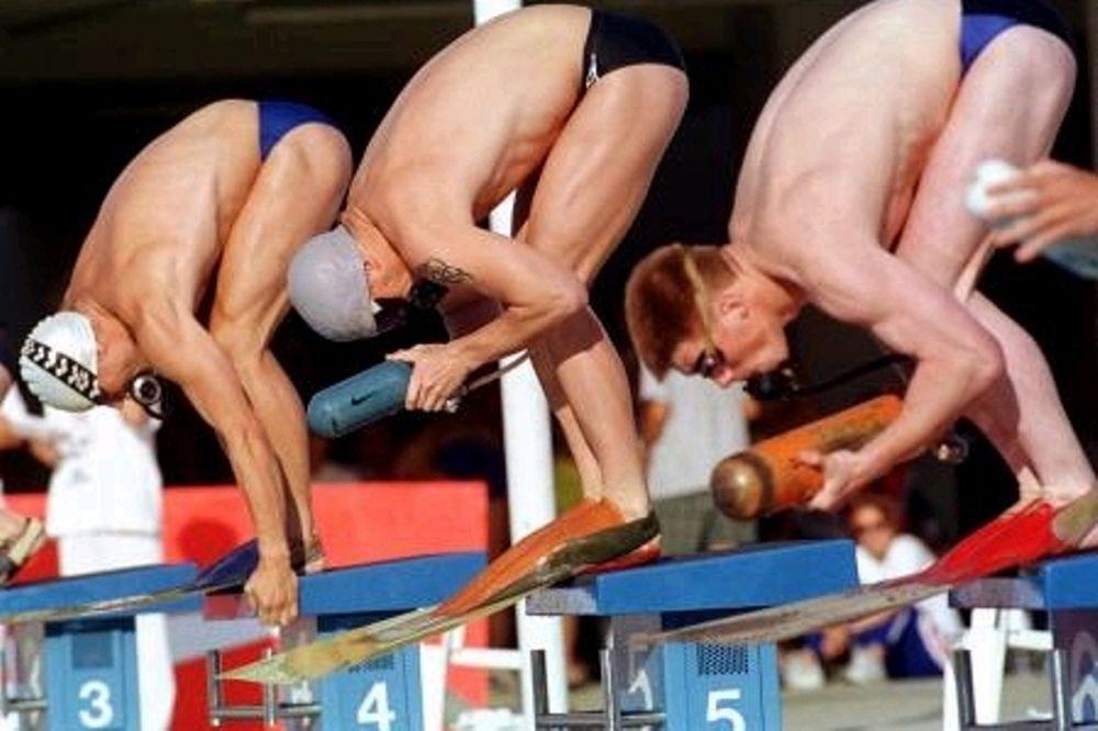 Διεξάγονται αγώνες τεχνικής κολύμβησης