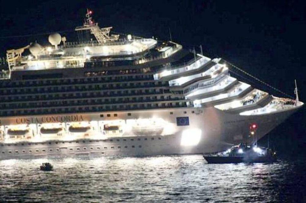 Τουλάχιστον οκτώ νεκροί από προσάραξη πλοίου