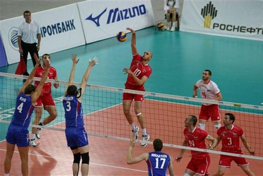 Τον Βούλγαρο Μπράτοεφ κοιτάζει ο Καλμαζίδης