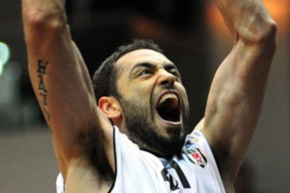 Οζέρ: «Ήταν τυχερός ο Ολυμπιακός»