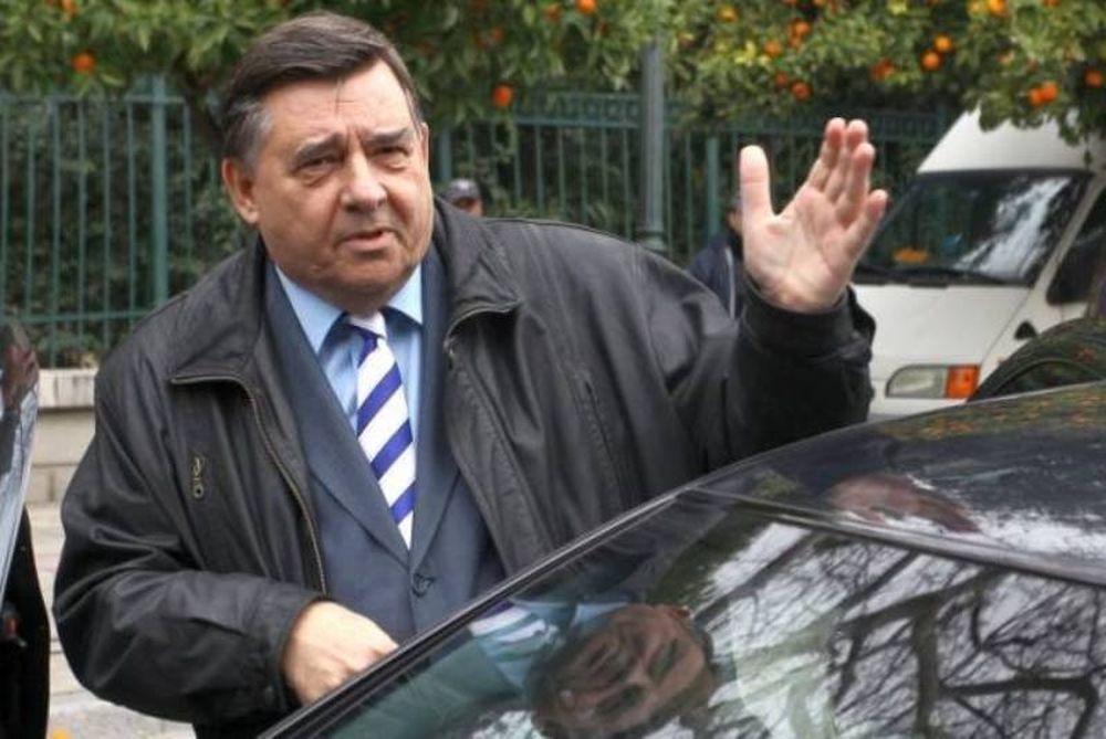 Ψάχνεται να φύγει από την κυβέρνηση ο Καρατζαφέρης