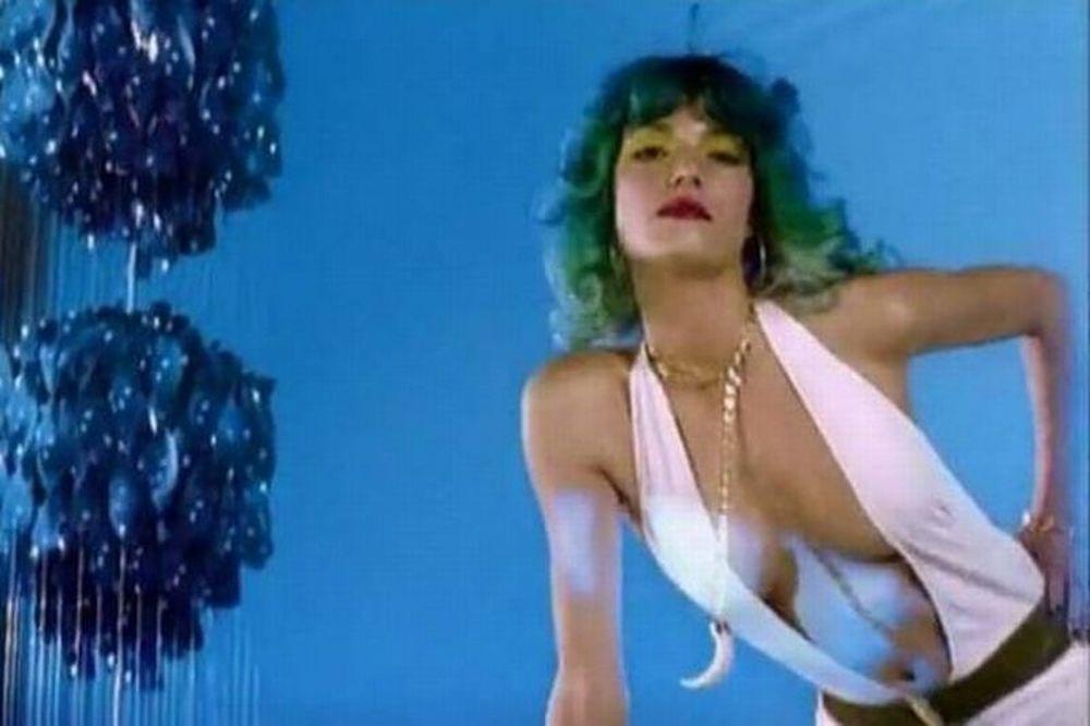 Σέξι Βίκυ Καγιά σε video clip