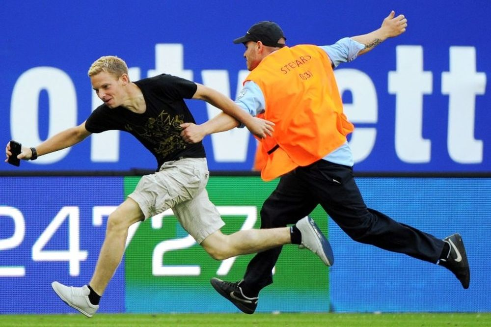 Euro 2012: Σκανδιναβός εισβολέας! (photos)