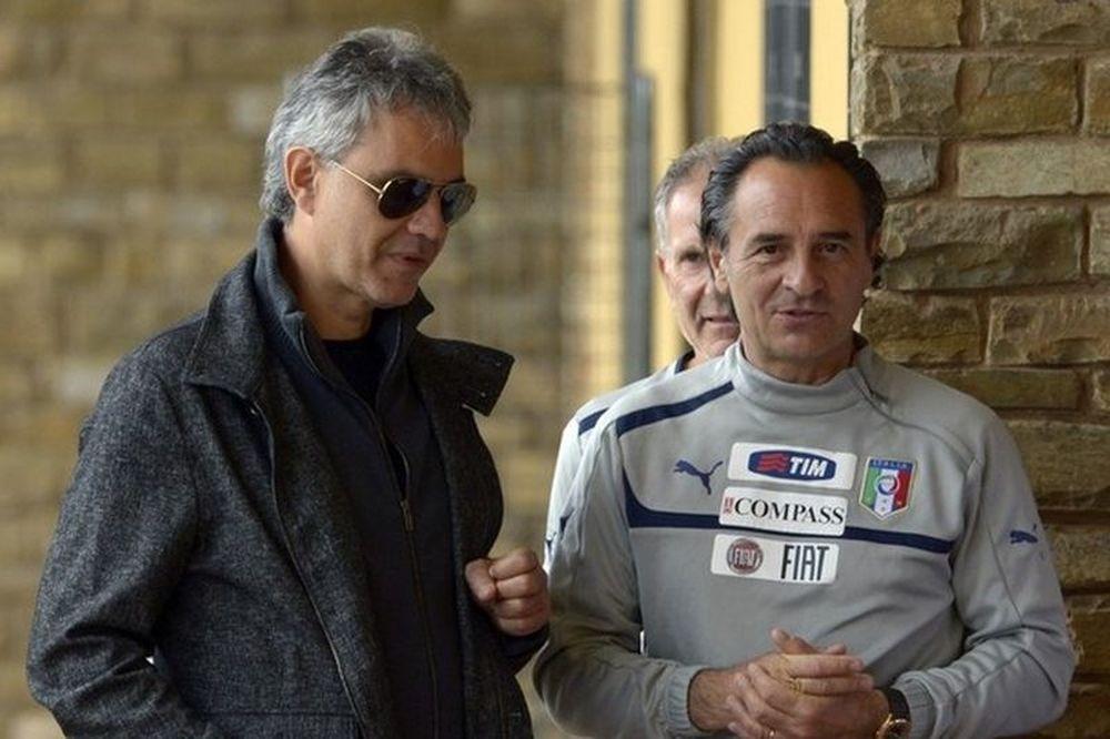 Euro 2012: Στην προπόνηση της Ιταλίας ο Μποτσέλι!