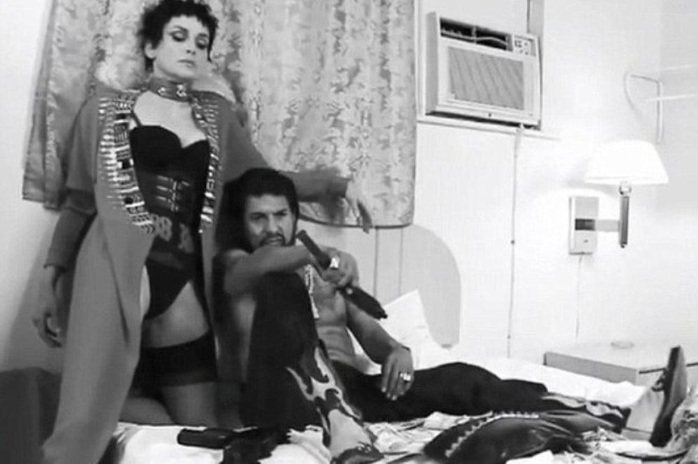 Σάρον Στόουν: Αγνώριστη αλλά σέξι όσο ποτέ στη νέα της φωτογράφιση! (photos+video))