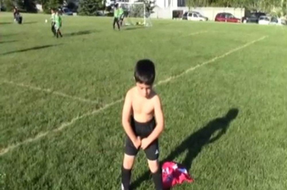 5χρονος μιμείται τον Μπαλοτέλι! (video)