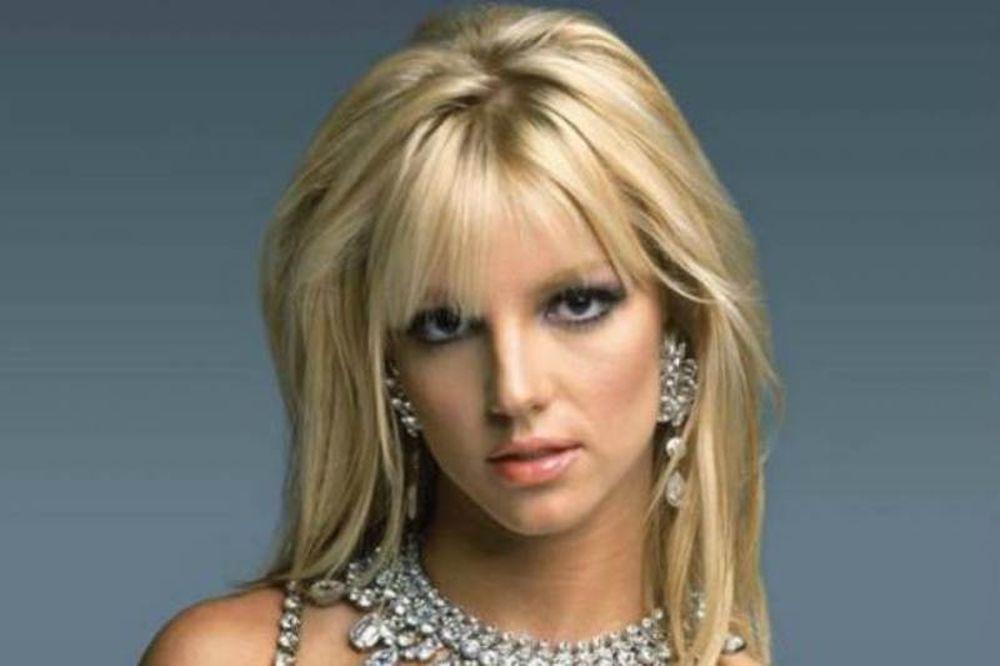H Britney Spears tweetάρει το μαυρισμένο της κορμί!