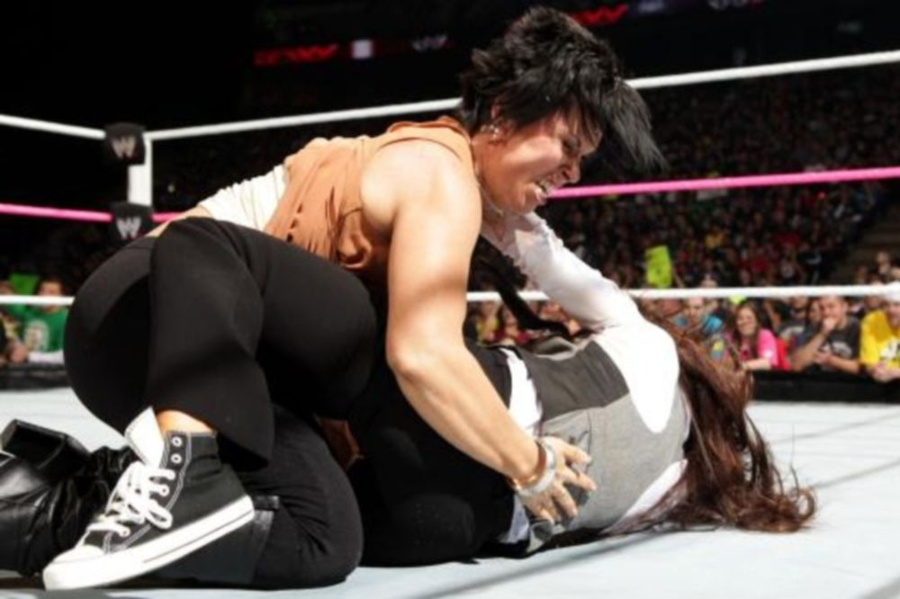 Raw SuperShow: Ανέλαβε η Vickie Guerrero (photos + videos)