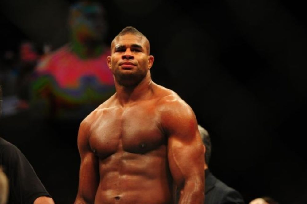 UFC: Πρώτα άδεια, μετά τίτλος για Overeem