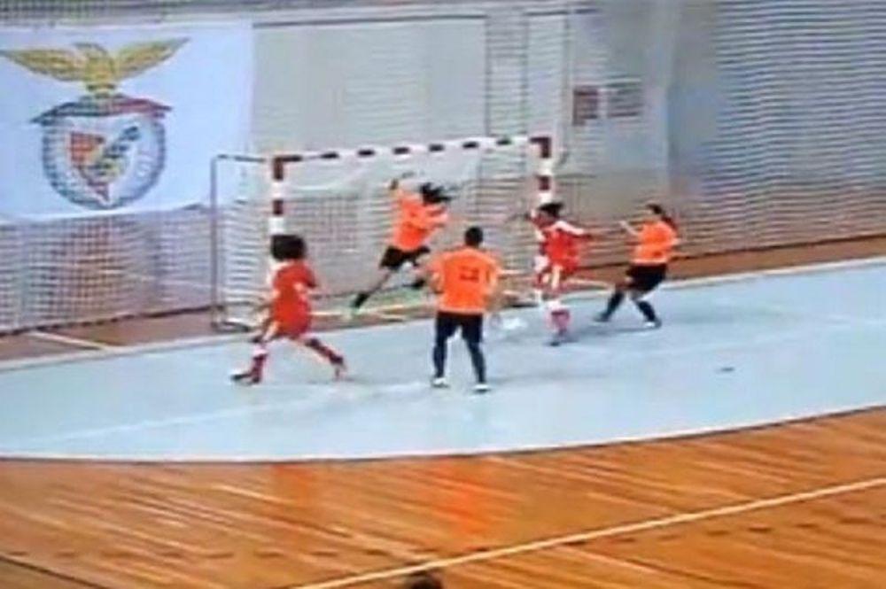 Φοβερό γκολ από γυναίκες σε ποδόσφαιρο σάλας! (video)