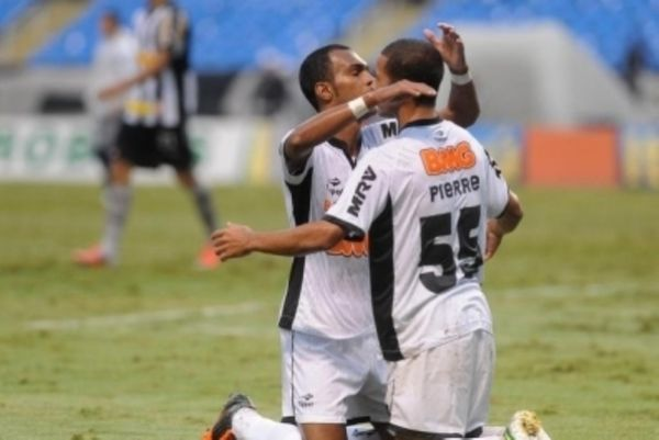 Brasileiro: «Ζωγράφισε» ο Μπέρναρντ (videos)