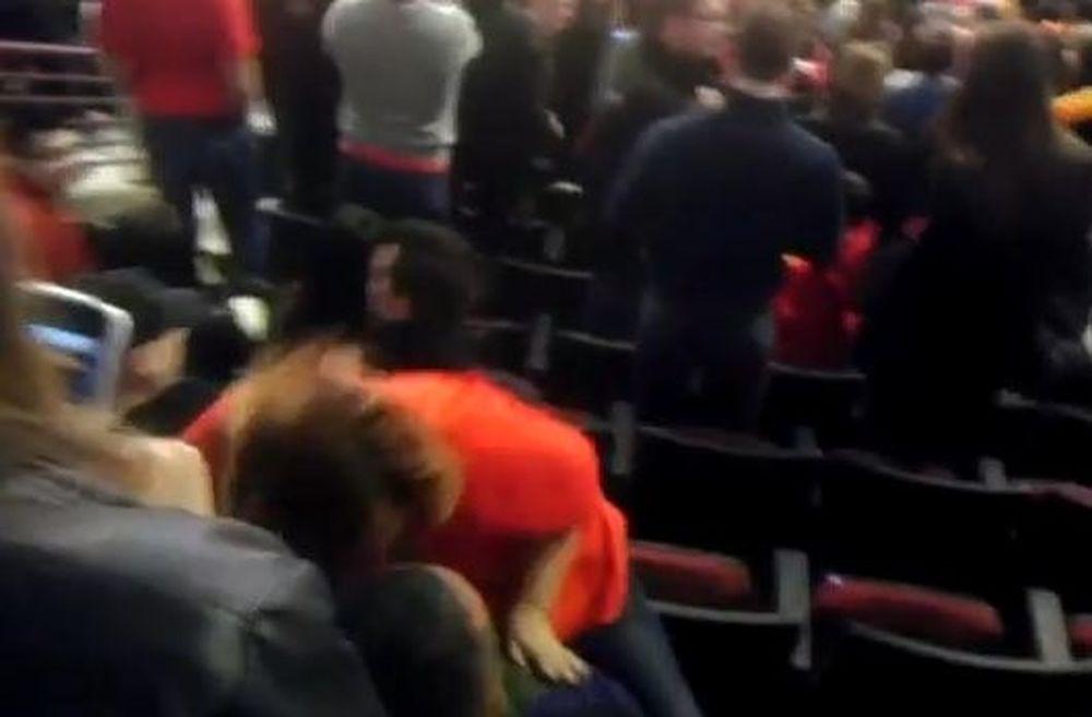 Μεθυσμένη οπαδός... λικνίζεται πάνω στο σύντροφό της (Video)