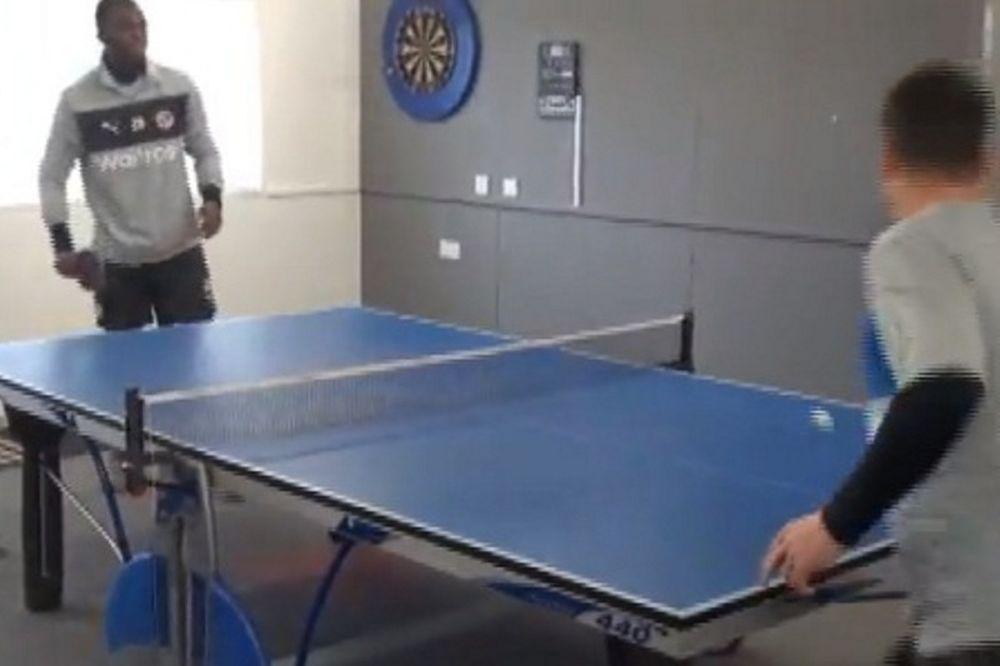 Ρέντινγκ: Το… έριξαν στο πινγκ-πονγκ! (video)
