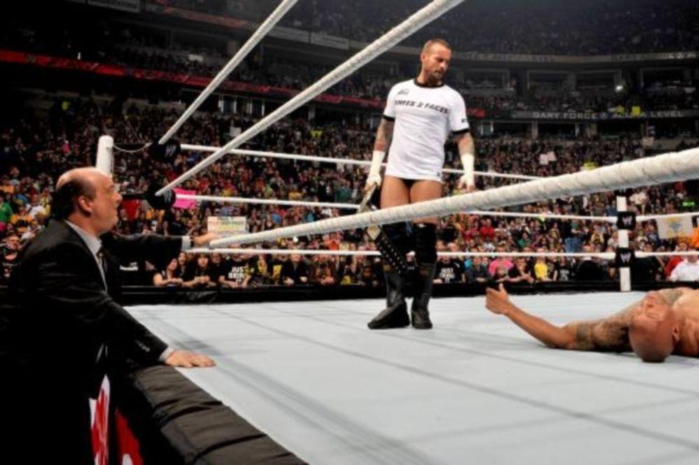 Raw SuperShow: Ελπίζει για δικαίωση ο Punk (photos+videos)