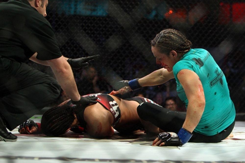 UFC: Πήρε Alexis Davis και Sara McΜann