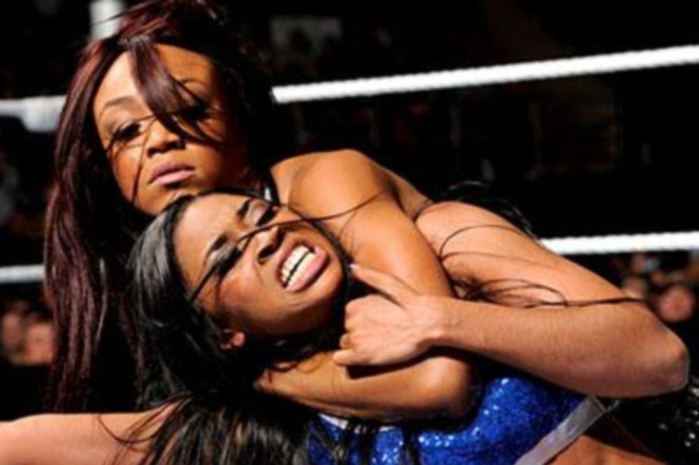 Superstars: Τη διαφορά η Naomi (videos)