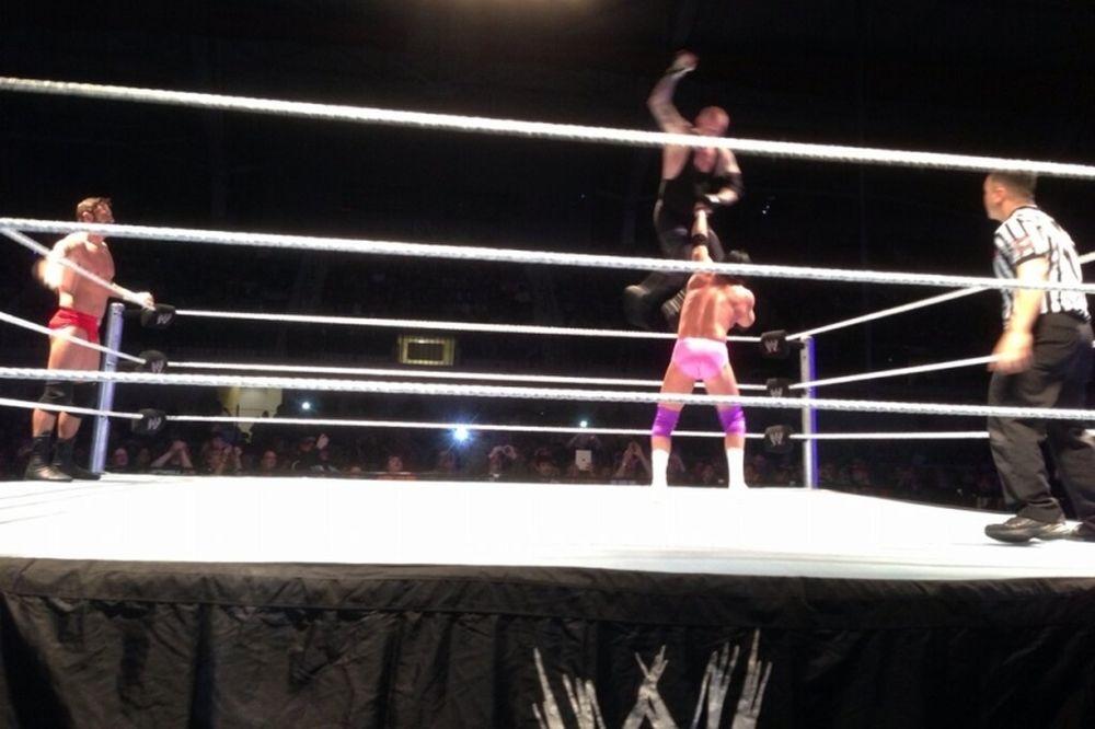WWE: Επέστρεψε ο Undertaker! (photos+video)