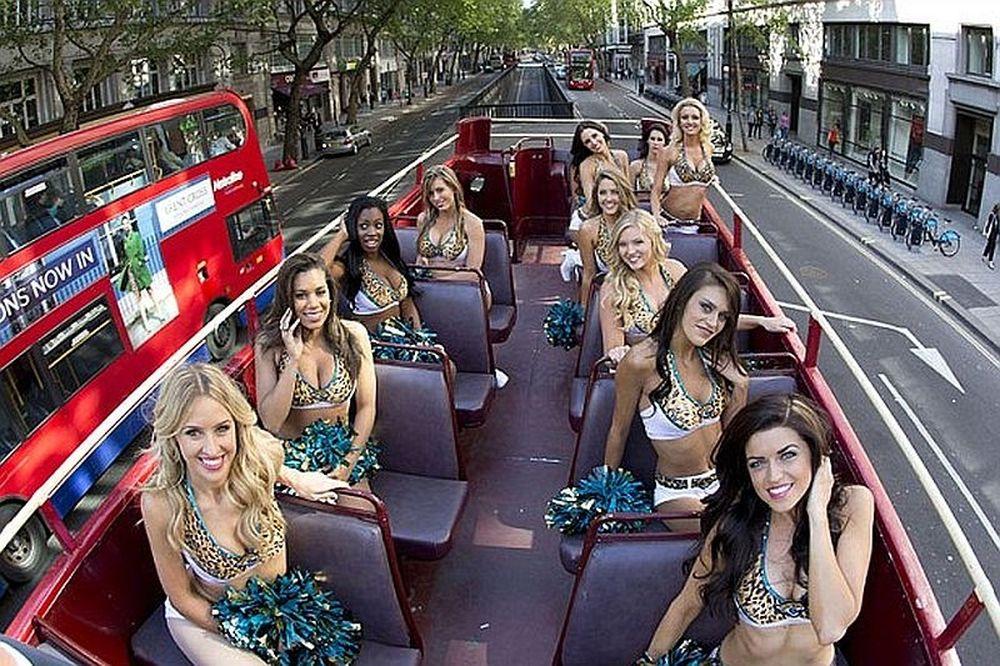 Λονδίνο: Έφεραν αναστάτωση οι ROAR των Jaguars (video+photos)