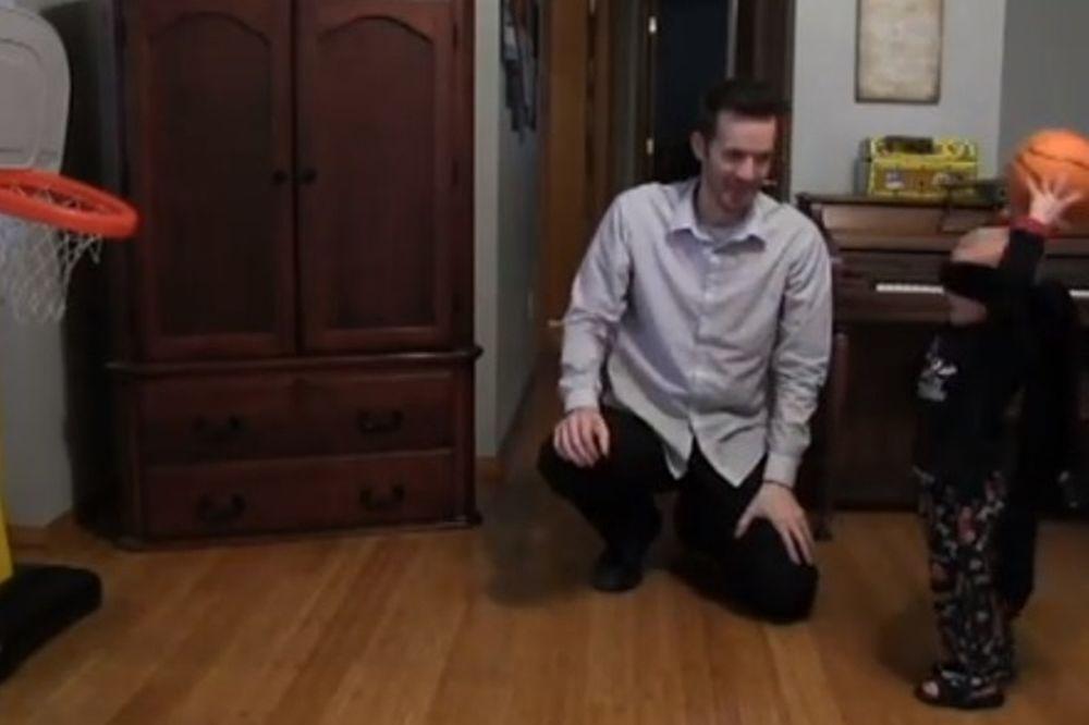 Ο 2χρονος Τάιτους που τα βάζει από παντού (video)