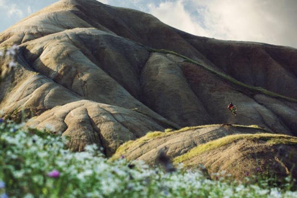 Θα κατέβαινες ένα ηφαίστειο με ποδήλατο; (video)