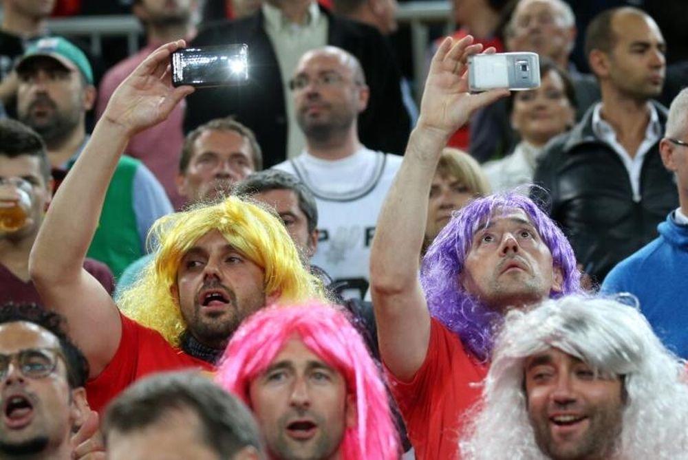Ευρωμπάσκετ: Οι... πολύχρωμοι μακρυμάλληδες! (photo)