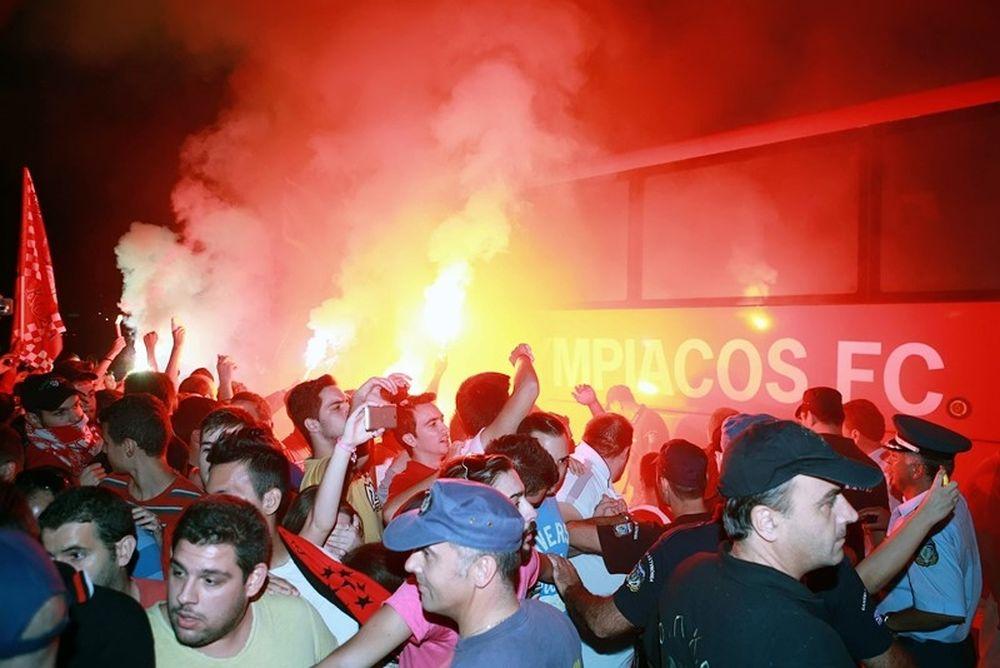 Ολυμπιακός: Αποθεωτική υποδοχή στο Αγρίνιο (photos)