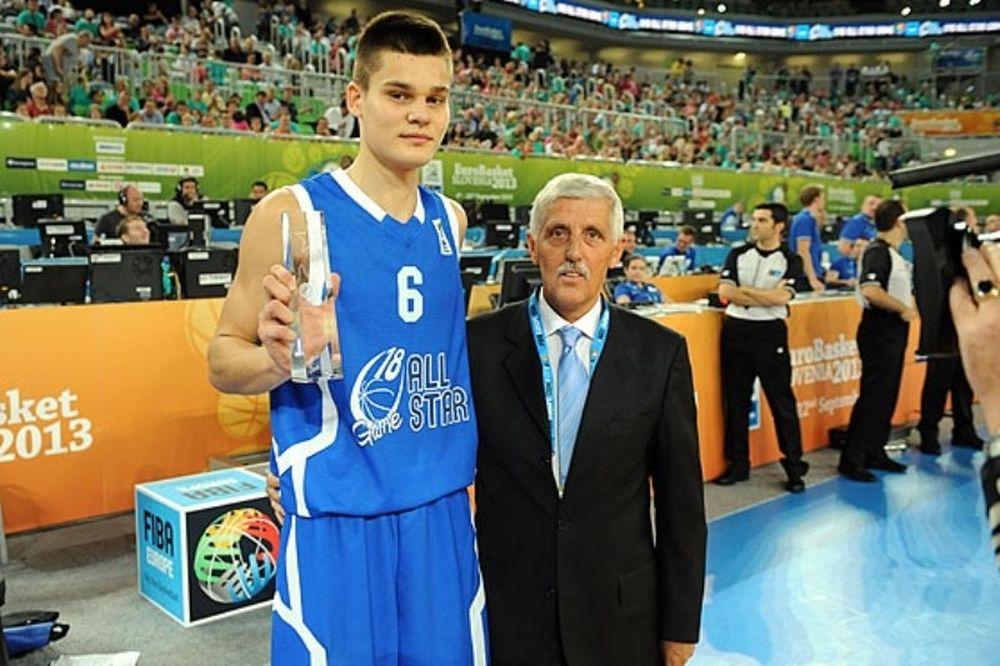Ευρωμπάσκετ: Έτσι καρφώνουν οι μικροί! (video)