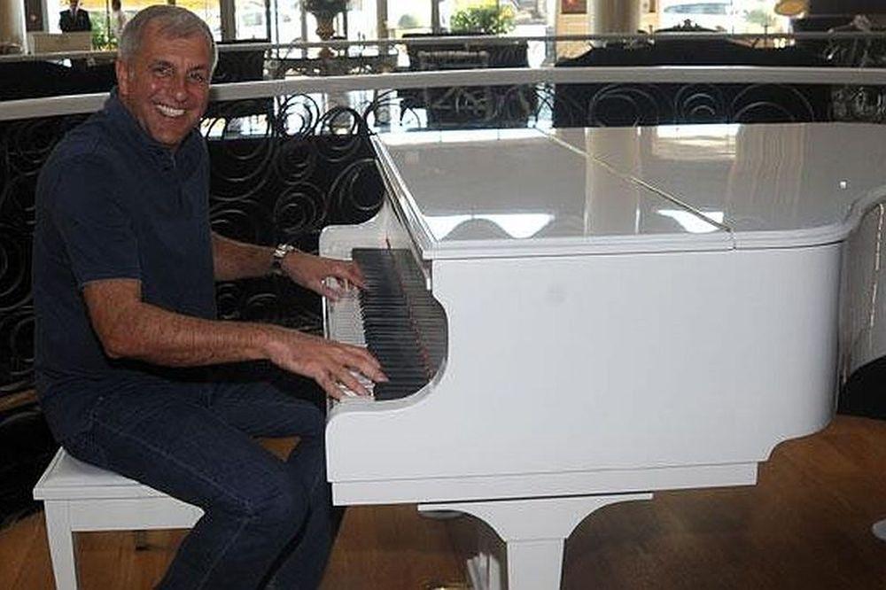 Ο… πιανίστας Ομπράντοβιτς