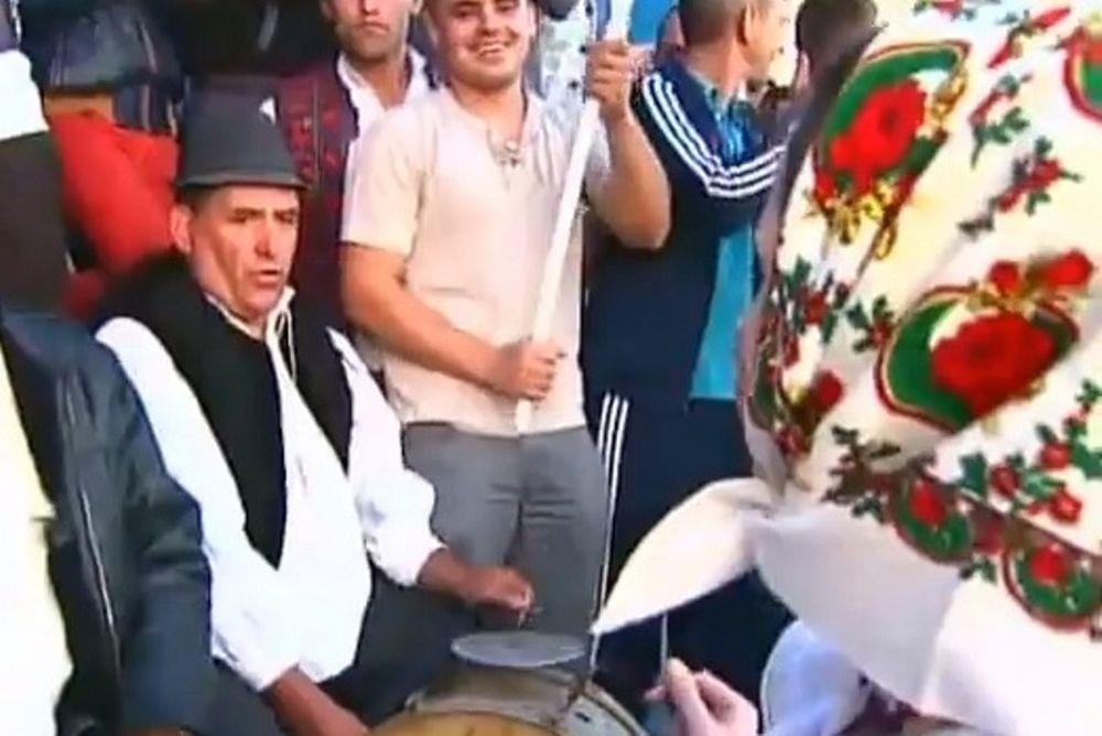 Στεάουα Βουκουρεστίου: Παραδοσιακή μουσική στον… Καπετάνο (video)