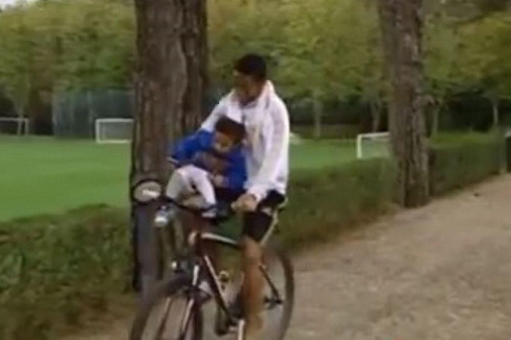 Μίλαν: «Μπαμπάς» να σου… πετύχει ο Ρομπίνιο (video)