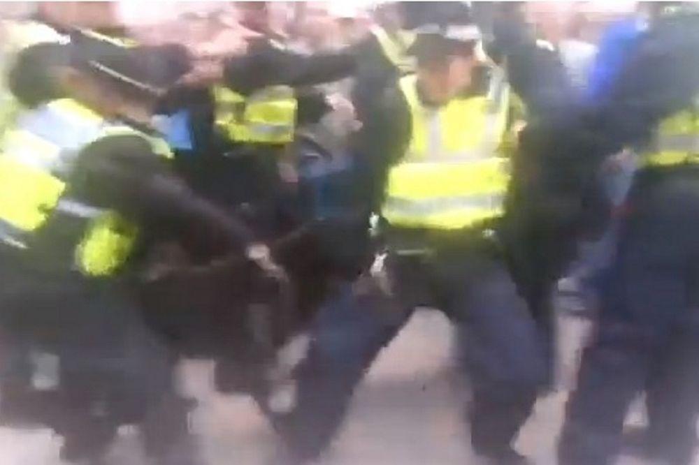 Αγγλία: Σκύλος αστυνομίας επιτέθηκε στον αστυνομικό! (video)