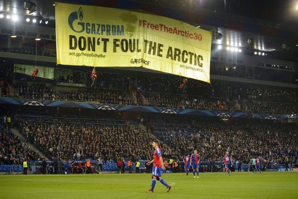 Ακτιβιστές στο Βασιλεία-Σάλκε διέκοψαν το ματς (video)
