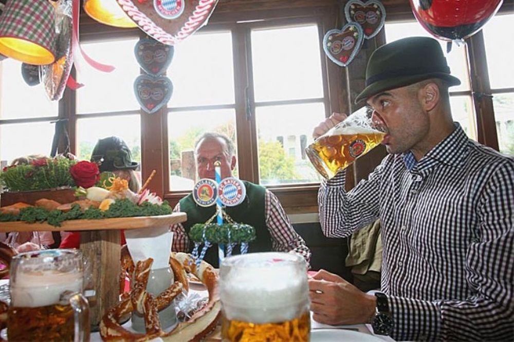 Μπάγερν Μονάχου: Πίνει… μπύρες ο Γκουαρντιόλα! (photos+video)