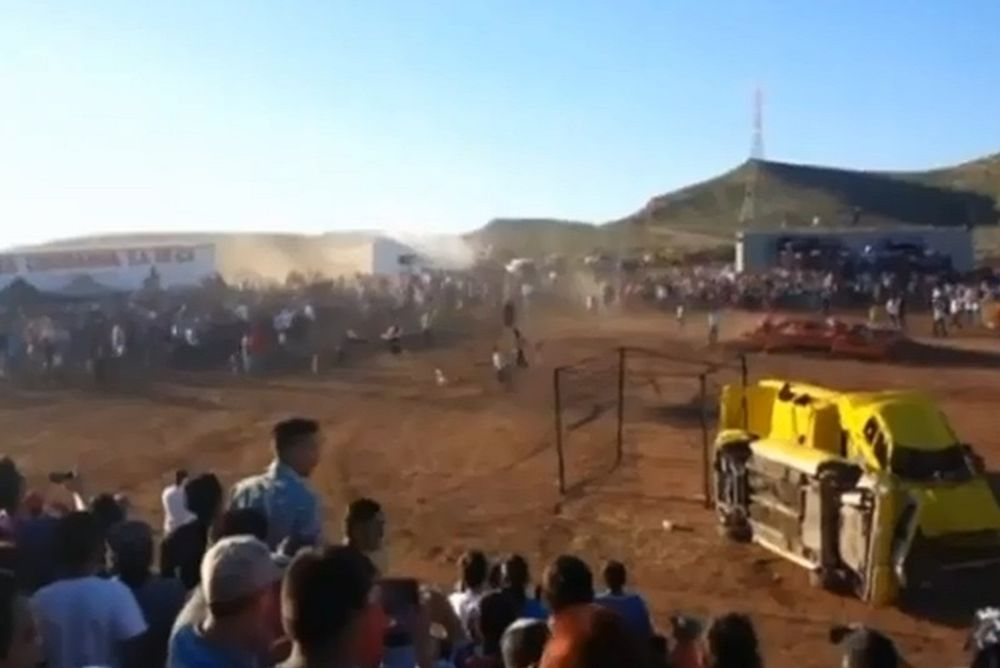 Οκτώ νεκροί και δεκάδες τραυματίες από… ανεξέλεγκτη νταλίκα! (video)