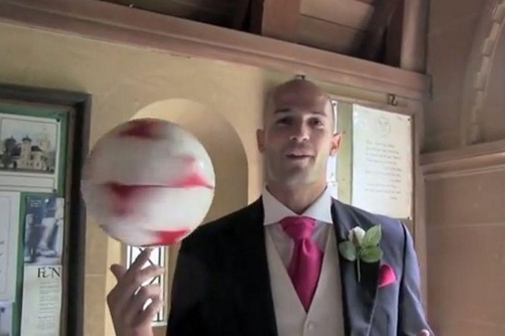 Freestyle football: Ντρίμπλες γαμπρού στην εκκλησία! (video)