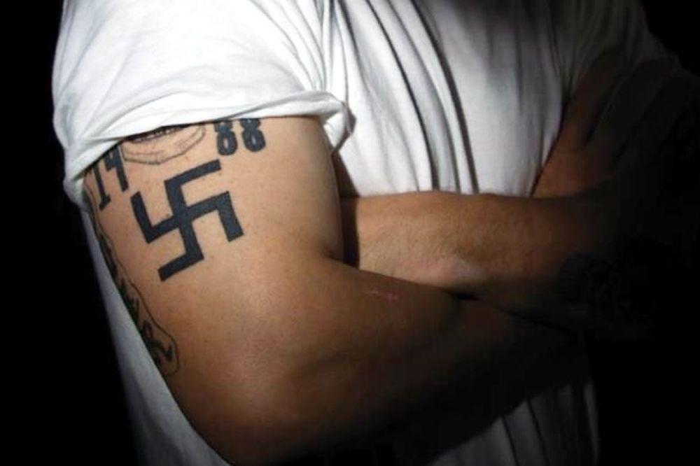 Τα τατουάζ της Χρυσής Αυγής – πώς τα σβήνουν οι δερματολόγοι