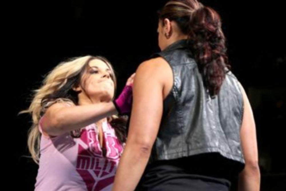 Superstars: Νίκη για Tamina και Big E. (videos)