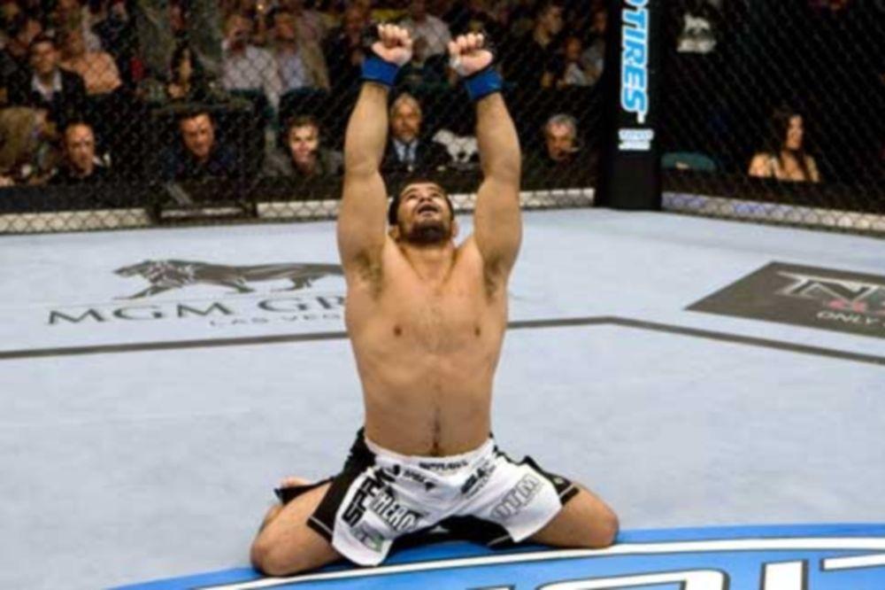 MMA: Θετικό ντεμπούτο για τον… αδερφό του Palhares (video)